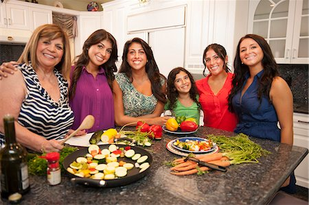 Smiling family standing in kitchen Stock Photo - Premium Royalty-Free, Code: 649-06401413