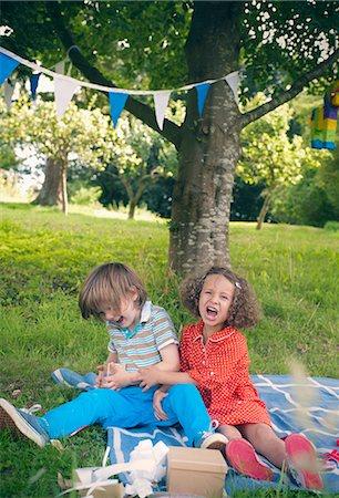 Children yelling at birthday picnic Stock Photo - Premium Royalty-Free, Code: 649-06432516