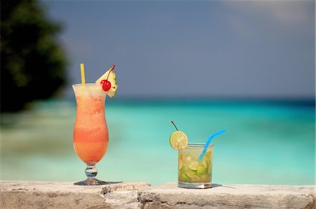 Tropical drinks on rock wall Stock Photo - Premium Royalty-Free, Code: 649-06432687
