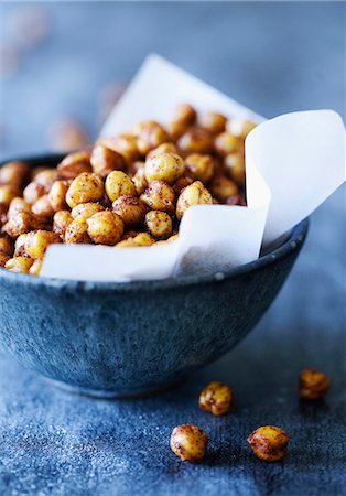 snack - Bowl of spicy chickpeas Stock Photo - Premium Royalty-Free, Code: 649-06432862