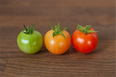 Different colored tomatoes on table Stock Photo - Premium Royalty-Free, Code: 649-06432885