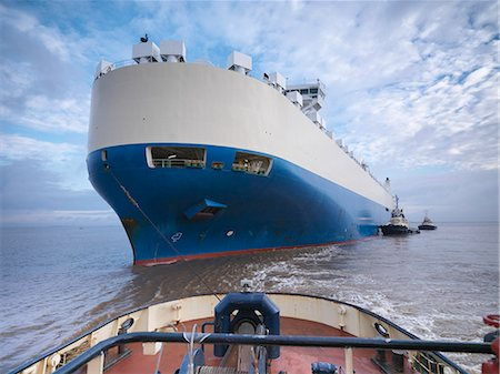 ships at sea - Tugboat pushing large boat out to sea Stock Photo - Premium Royalty-Free, Code: 649-06433062