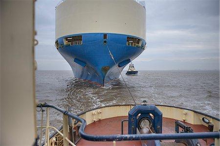 ships at sea - Tugboat pulling ship to harbor Stock Photo - Premium Royalty-Free, Code: 649-06433090