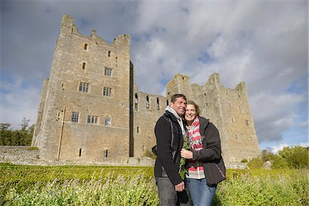 Couple hugging by medieval castle Stock Photo - Premium Royalty-Free, Code: 649-06433139