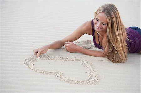 pretty pictures to draw - Woman drawing in sand on beach Stock Photo - Premium Royalty-Free, Code: 649-06433263