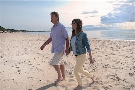 Couple holding hands on beach Stock Photo - Premium Royalty-Free, Code: 649-06433509