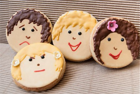 sweet   no people - Cookies decorated with faces Stock Photo - Premium Royalty-Free, Code: 649-06489013