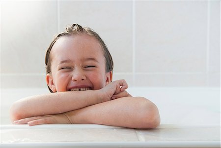 Smiling girl sitting in bath Stock Photo - Premium Royalty-Free, Code: 649-06489048