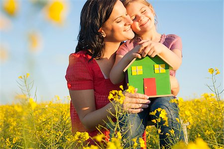Mother and daughter holding model house Stock Photo - Premium Royalty-Free, Code: 649-06489091