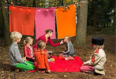 dress up girl - Childrens theater improvised in woods Stock Photo - Premium Royalty-Free, Code: 649-06489435