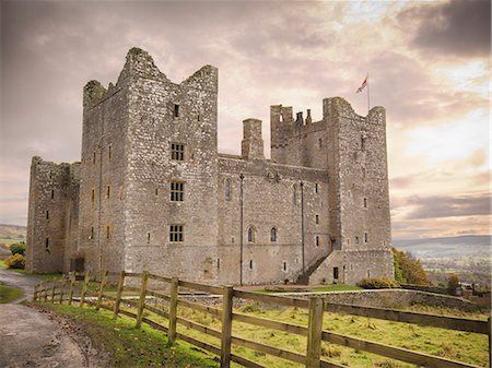 property release - Castle in rural landscape Stock Photo - Premium Royalty-Free, Code: 649-06489537