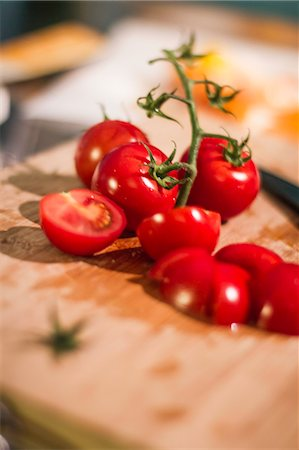 Chopped tomatoes on cutting board Stock Photo - Premium Royalty-Free, Code: 649-06489665