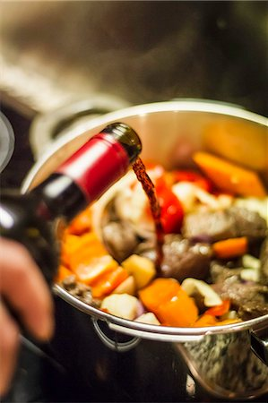 spicy - Man pouring wine into vegetables Stock Photo - Premium Royalty-Free, Code: 649-06489670