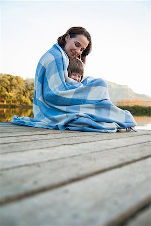 Mother and daughter wrapped in blanket Stock Photo - Premium Royalty-Free, Code: 649-06533031