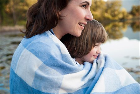 Mother and daughter wrapped in blanket Stock Photo - Premium Royalty-Free, Code: 649-06533033