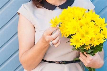 Woman holding bouquet of yellow flowers Stock Photo - Premium Royalty-Free, Code: 649-06533048