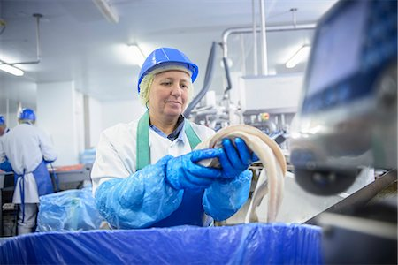 food processing plant - Worker cleaning fish in factory Stock Photo - Premium Royalty-Free, Code: 649-06533427