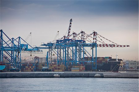 ships at sea - Containers in shipyard in harbor Stock Photo - Premium Royalty-Free, Code: 649-06533606