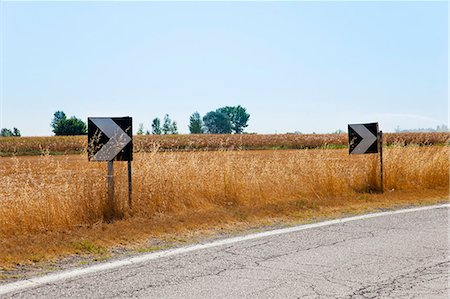 Traffic arrows on rural road Stock Photo - Premium Royalty-Free, Code: 649-06622299
