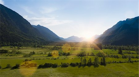 european - Sun shining over rural landscape Stock Photo - Premium Royalty-Free, Code: 649-06622290