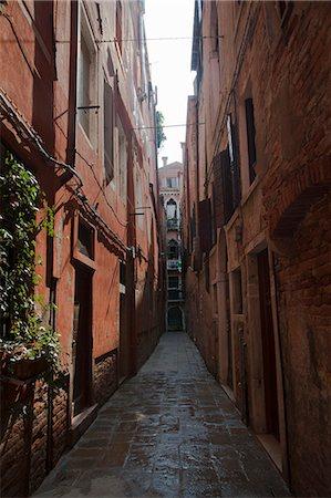 Buildings in urban alleyway Stock Photo - Premium Royalty-Free, Code: 649-06622349