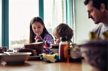 Family eating together at table Stock Photo - Premium Royalty-Free, Code: 649-06622415