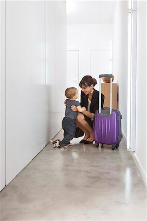 Mother returning from business trip Stock Photo - Premium Royalty-Free, Code: 649-06622509