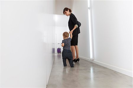 Mother returning from business trip Stock Photo - Premium Royalty-Free, Code: 649-06622515