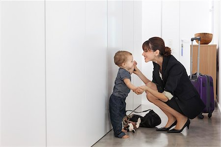 Mother returning from business trip Stock Photo - Premium Royalty-Free, Code: 649-06622510