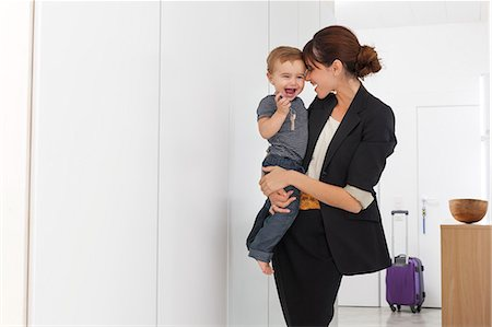 Mother returning from business trip Stock Photo - Premium Royalty-Free, Code: 649-06622511