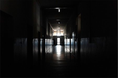 Light shining from door in dark hallway Stock Photo - Premium Royalty-Free, Code: 649-06622989
