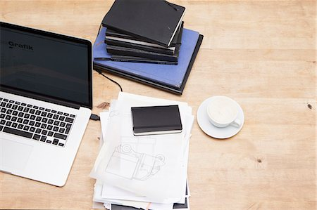 piles of work - Laptop with books and coffee cup Stock Photo - Premium Royalty-Free, Code: 649-06623051