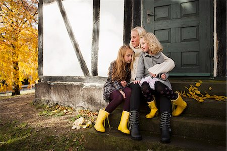 sad child sitting - Mother and daughters sitting outdoors Stock Photo - Premium Royalty-Free, Code: 649-06623075