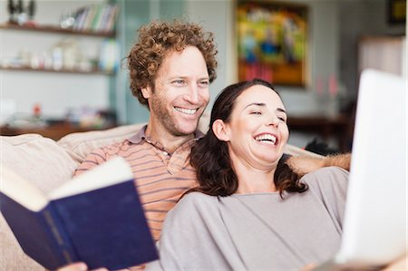 Couple reading together on sofa Stock Photo - Premium Royalty-Free, Code: 649-06717025