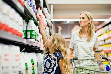 Mother and daughter in grocery store Stock Photo - Premium Royalty-Free, Code: 649-06717217