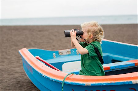 discovery - Boy using binoculars on beach Stock Photo - Premium Royalty-Free, Code: 649-06717317