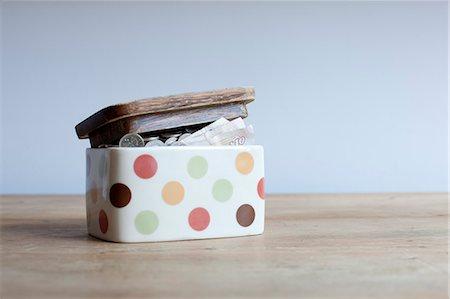 savings - Jar full of money on desk Stock Photo - Premium Royalty-Free, Code: 649-06717477