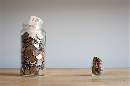 small - Large and small savings jars on desk Stock Photo - Premium Royalty-Free, Code: 649-06717470