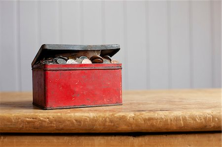 Antique tin full of money on desk Stock Photo - Premium Royalty-Free, Code: 649-06717486