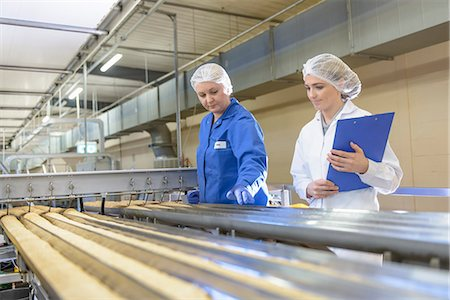 food processing plant - Worker checking production line in factory Stock Photo - Premium Royalty-Free, Code: 649-06717654
