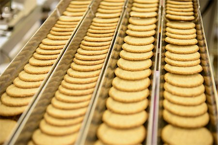 food processing plant - Biscuits on production line in factory Stock Photo - Premium Royalty-Free, Code: 649-06717655