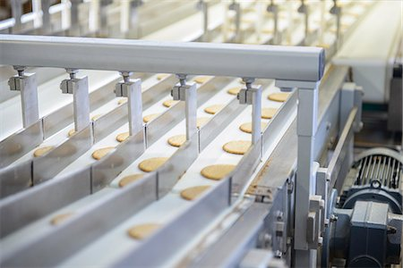 food processing plant - Biscuits on production line in factory Stock Photo - Premium Royalty-Free, Code: 649-06717657