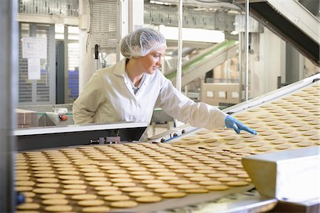 food processing plant - Worker checking production line in factory Stock Photo - Premium Royalty-Free, Code: 649-06717650