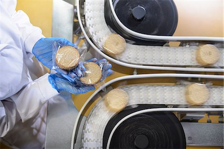 food processing plant - Worker checking production line in factory Stock Photo - Premium Royalty-Free, Code: 649-06717667