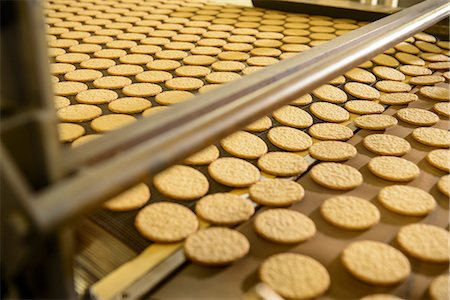 food processing plant - Biscuits on production line in factory Stock Photo - Premium Royalty-Free, Code: 649-06717661