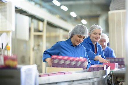 people working in factory - Workers packing in biscuit factory Stock Photo - Premium Royalty-Free, Code: 649-06717678