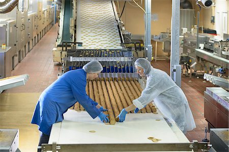 food processing plant - Workers packing in biscuit factory Stock Photo - Premium Royalty-Free, Code: 649-06717679