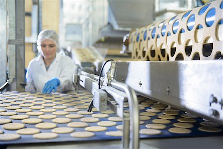 food processing plant - Worker checking production line in factory Stock Photo - Premium Royalty-Free, Code: 649-06717670