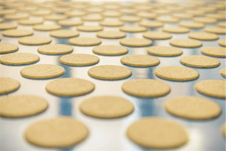 food processing plant - Biscuits on production line in factory Stock Photo - Premium Royalty-Free, Code: 649-06717671