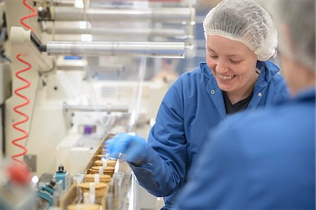 people working in factory - Worker packing in biscuit factory Stock Photo - Premium Royalty-Free, Code: 649-06717696
